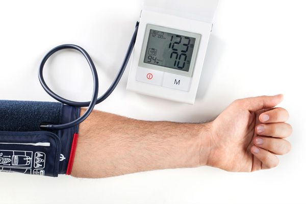 Blutdruck-Messgeraet-pruefen_lassen